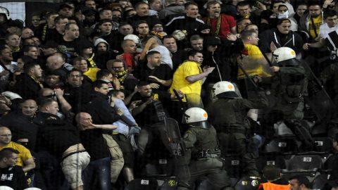Borussia Dortmund Kutuk Para Fans Yang Bawa Senjata