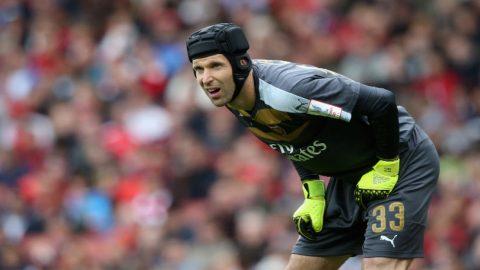 Dibekap Liverpool, Petr Cech Kibarkan Bendera Putih
