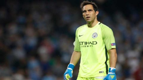 Claudio Bravo: Wasit Real Madrid Vs Bayern Munich Buta!