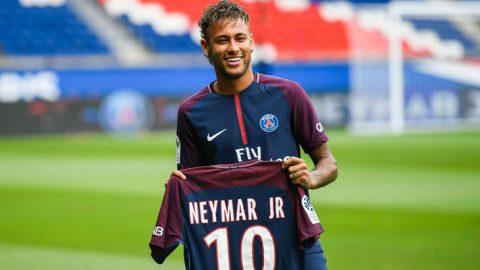 Neymar : Jangan Samakan Saya Dengan Luis Figo