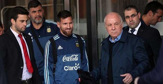 Lionel Messi Selamatkan Fans Cilik Dari Body Guard