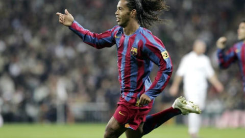Ronaldinho Sang Legenda Brazil Yang Telah Pensiun