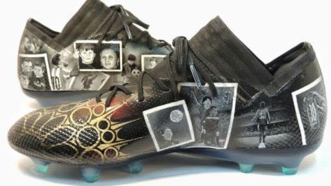 Messi Mendapatkan Hadiah Sepatu Yang Dilukis