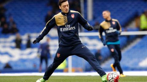 Ozil Membuat Kontrak Baru dengan Arsenal