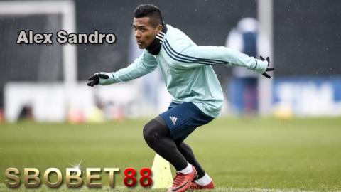 Juventus Ngotot Pertahankan Alex Sandro