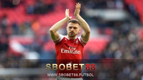 Ramsey Memberikan Dukungan untuk Teman Setimnya